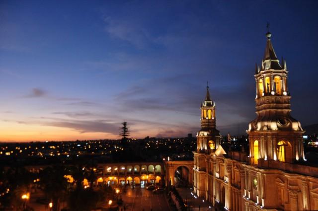 Isa explora Perú